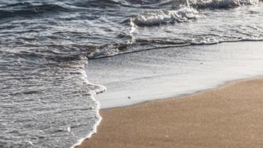mer sur le sable